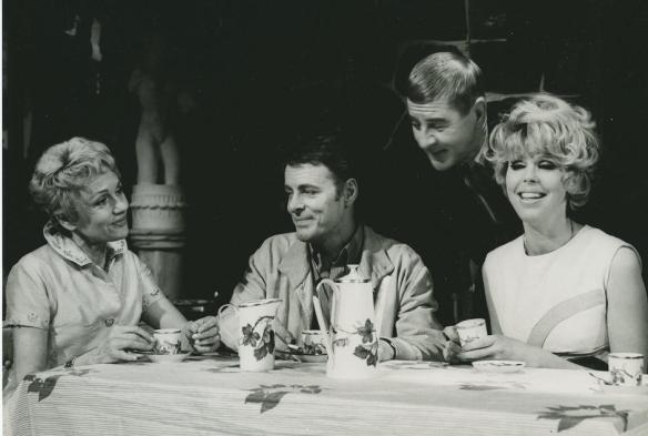 Bild på skådespelare i Garden party