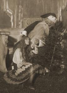 Elsa Wallin som Prinsessan och Axel Ringvall som Jultomten