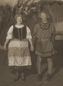 Emma Meissner som Stina och Wilhelm Julinder som Olle